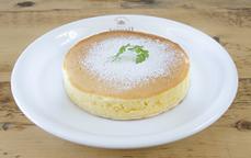 アクイーユパンケーキメイプルシロップとフレッシュバター