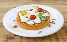 カマンベールクリームチーズのトマトパンケーキ